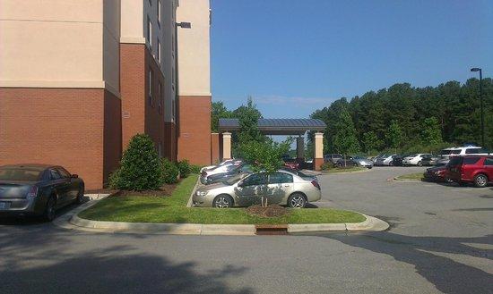 Fairfield Inn & Suites Raleigh-Durham Airport/Brier Creek: Parking and entrance