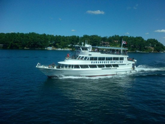 Sleepy Hollow Bed & Breakfast: The Cruises on the River are a short walk away.
