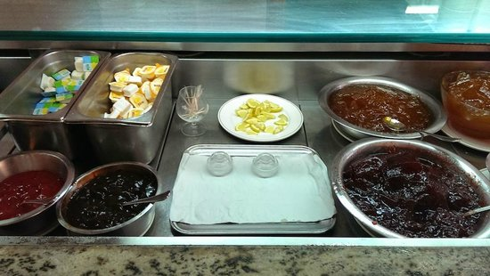 Canifor Hotel: Sauce and jam for the masses...