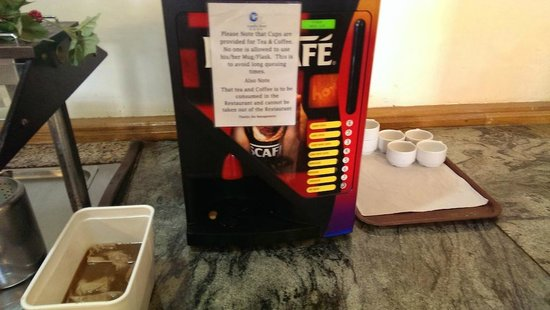 Canifor Hotel: Terrible coffee; we went to a coffee bar around the corner for our fix!
