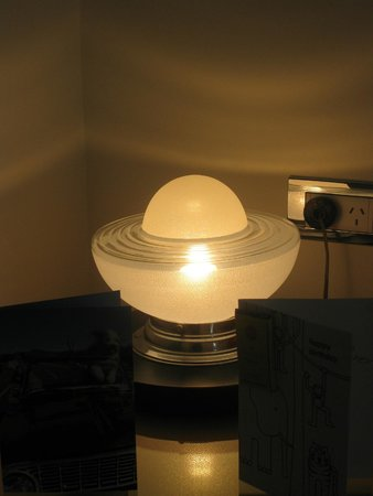 Hotel DeBrett: Art Deco Light in our room