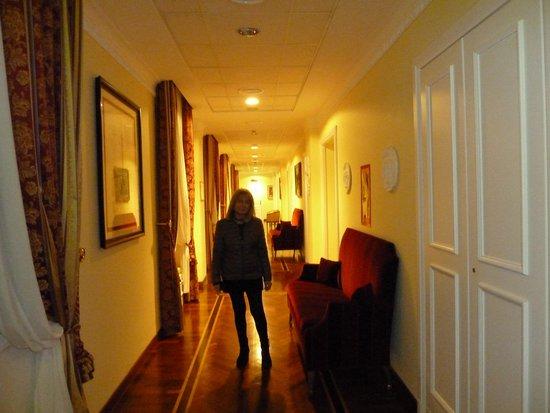 Residenza Paolo VI : Le couloir des Chambres Deluxe Supérior