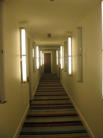 Hotel DeBrett : The Hallway