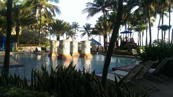 La Vista Latin Grill & Bar: Pool area AWESOME!!
