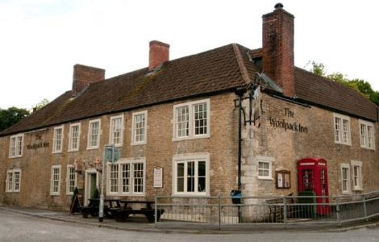 The Woolpack Inn: Front