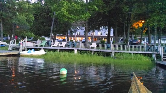 The Inn at Starlight Lake: Beautiful lake and the Inn is like a dream