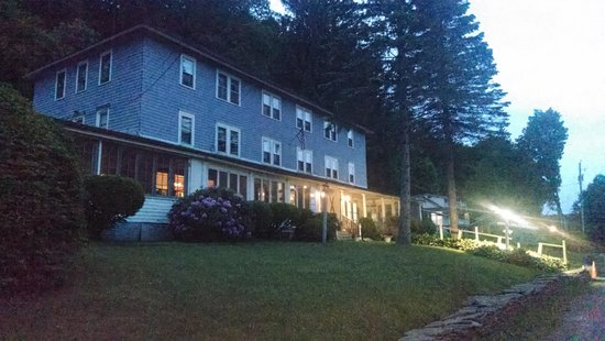 The Inn at Starlight Lake: The evenings are like magic