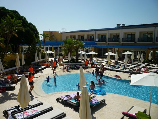 Aparthotel Paradise Club & Spa : Part of Main Pool Area