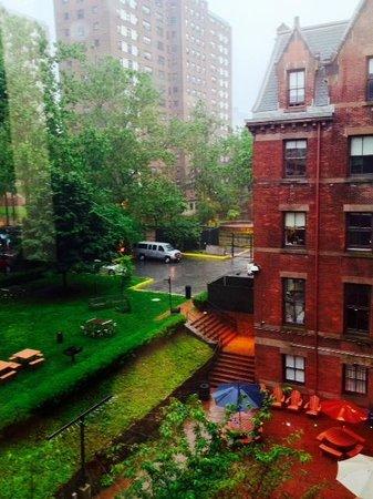 Hostelling International - New York : COURTYARD