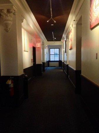 Hostelling International - New York : HALLWAY