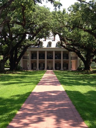 Oak Alley Plantation: From the front