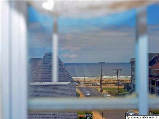The Inn at Ocean Grove: Ocean view from the Angelica Room window