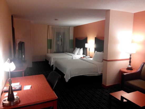 Fairfield Inn & Suites White River Junction: Guest room