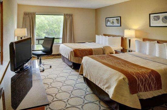 Comfort Inn - Highway 401: Second Floor Two Double Beds