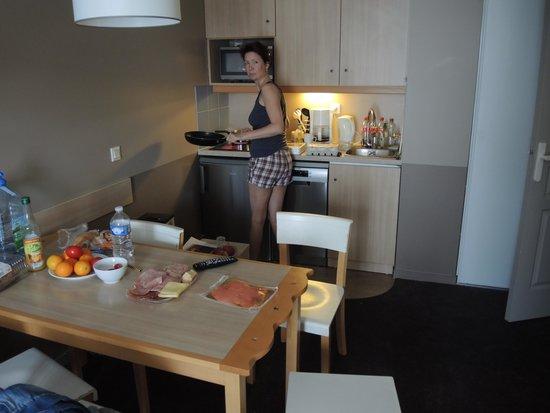 Adagio Aparthotel Val d'Europe: кухня