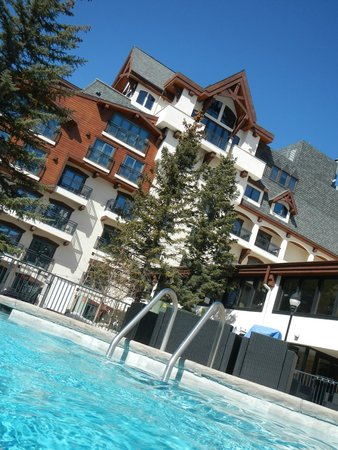 Vail Marriott Mountain Resort : view from pool