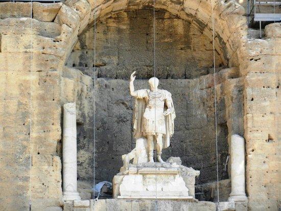 Théâtre Antique d'Orange : la statua dell'imperatore