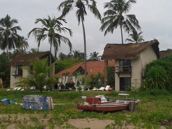 Pousada Villa Pantai: Pousada. Lado esquerdo o chalé que fiquei