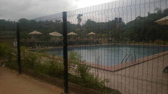 Abeokuta, Nigéria : Pool against rocky backdrop