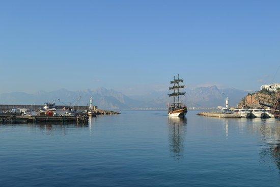 Tutav Adalya Hotel: Анталийская бухта. Средиземное море