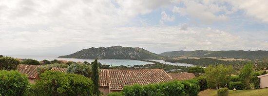 Hotel Alivi di Santa Giulia : La vue de la piscine ...