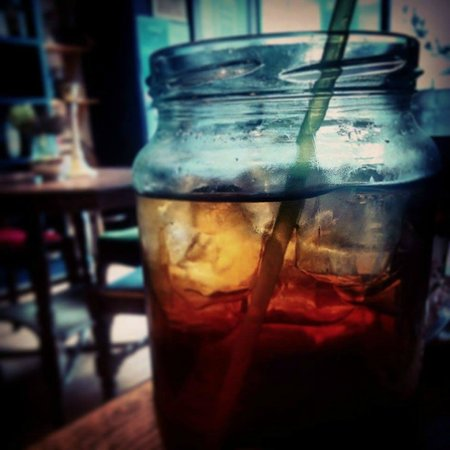 The Olde Young Tea House: The iced tea here is awesome!