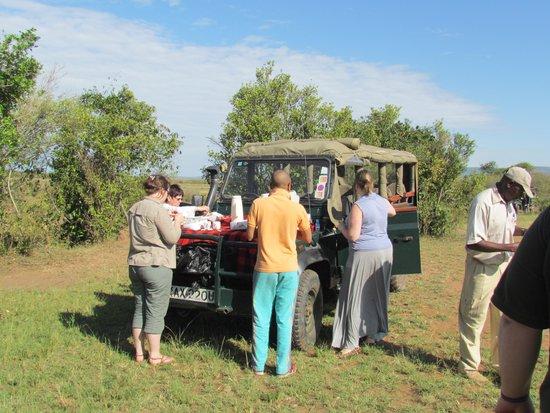 Mara Intrepids Luxury Tented Camp: Breakfast in the Mara
