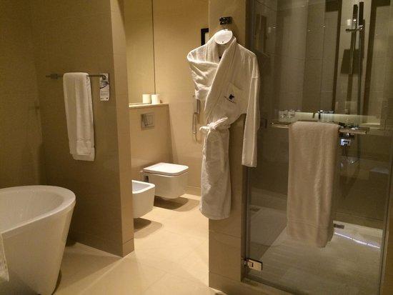 JW Marriott Marquis Hotel Dubai : 浴室