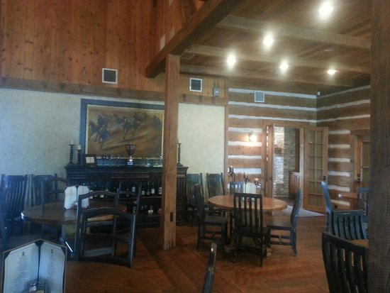 The Grille at the Harbors: Inside of the restaurant