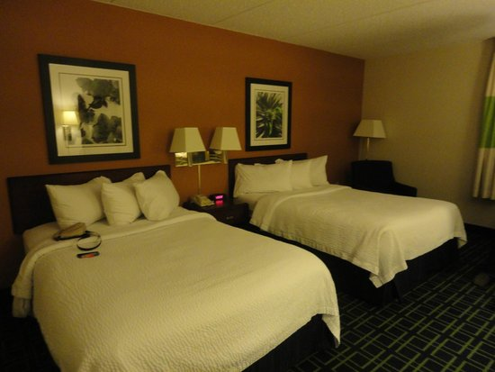 Fairfield Inn & Suites Albany East Greenbush: Bedroom (Two times double beds)