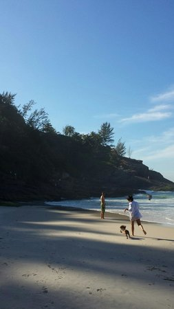 Joa Beach (Joatinga): O visual é maravilhoso durante todo o dia com água clara e ondas muito boas! Pena que o acesso a