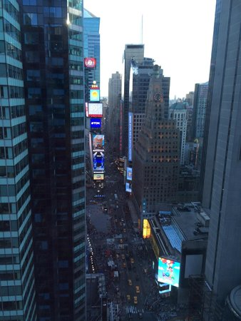DoubleTree Suites by Hilton Hotel New York City - Times Square: View of Times Square from room 3501