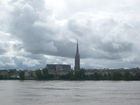 View from Pont de Pierre  -> La Fleche Saint-Michel