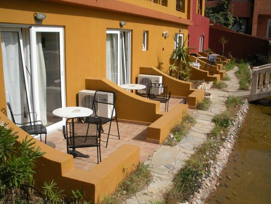 Orpheas Resort: Terrasse privée des chambres