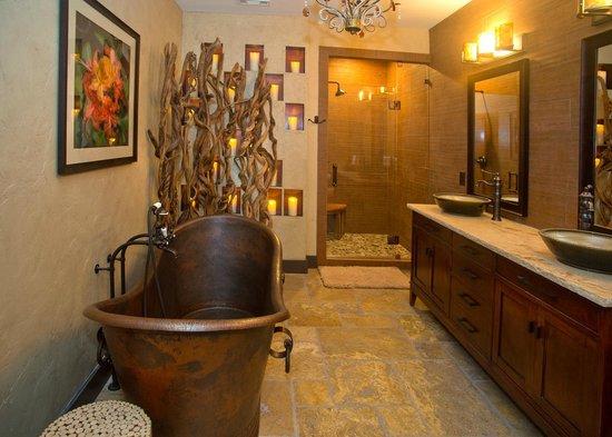 The White Birch Inn: The Mountain Laurel Suite Bathroom