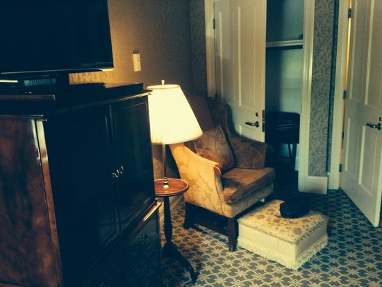 Nicollet Island Inn: Chair in room