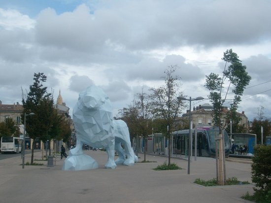 Pont de Pierre : Place de Stalingrad - at the 2nd end of the bridge
