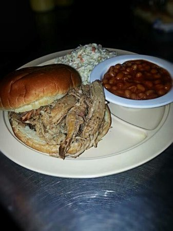 Mike & Jeff's BBQ: Pulled pork plate...amazing!