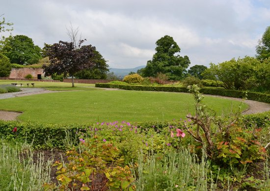 Warner Leisure Hotels Bodelwyddan Castle Historic Hotel : Gardens