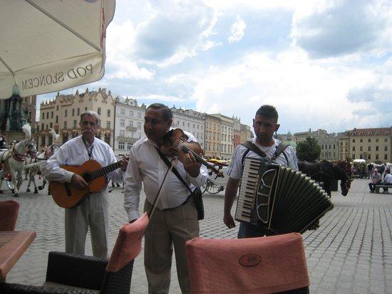 BEST WESTERN PREMIER Krakow Hotel: tocadores na praca principal