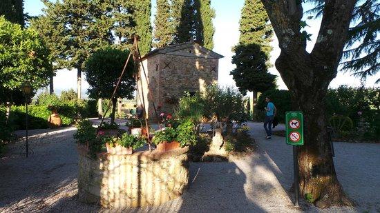 """Il Casale del Cotone: Der """"Schotter"""" -Garten mit Kapelle"""