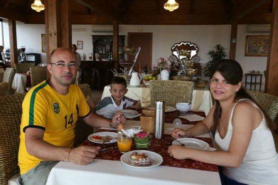 Hotel Il Castellino Relais: The breakfast room is well set up for families. Lunch and dinner is not served