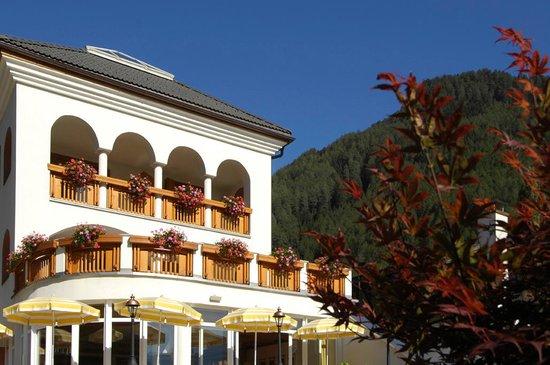 Hotel Wiesnerhof: Wintergarten mit Terrasse
