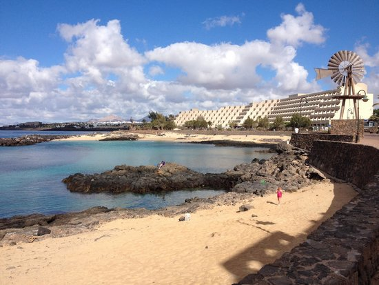 Hotel Grand Teguise Playa: The hotel and beach