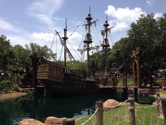 Pirate's Cove Adventure Golf: Fun course!