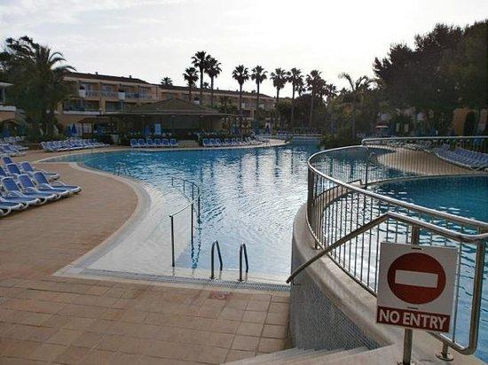Hotel Apartamentos Princesa Playa: pool area