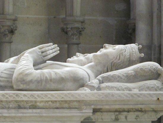 Basilica Cathedral of Saint-Denis: Saint Louis?