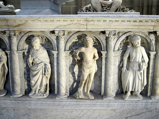 Basilica Cathedral of Saint-Denis: Socle