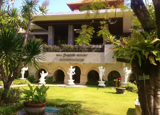 Bali Dynasty Resort Hotel: Grounds of hotel