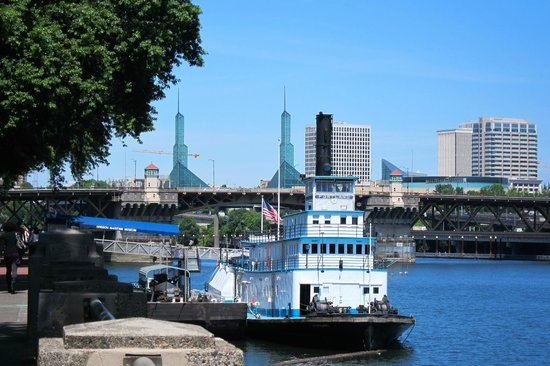 Tom McCall Waterfront Park: The Oregon Maritime Center & Museum